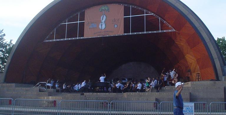 The Longwood Symphony Orchestra performing at the Hatch Shell. (bunkosquad/Flickr)