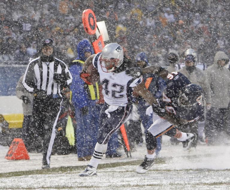 Patriots Runningback BenJarvus Green Ellis fights through the Chicago snow and defense. (AP)