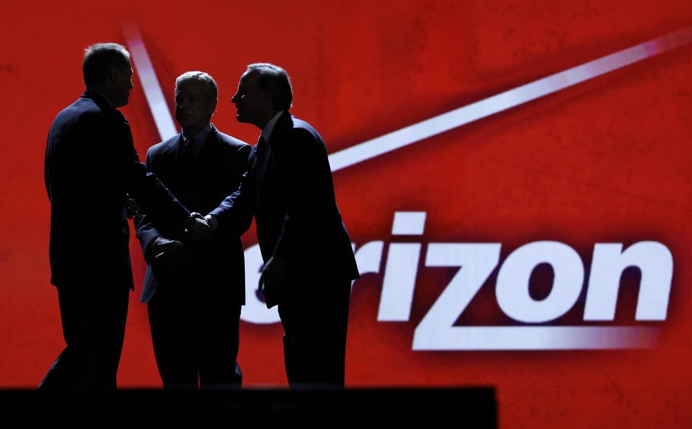 Consumer Electronics Association president Gary Shapiro, left, greets Verizon Communications Inc., chairman Ivan Seidenberg, right, and president Lowell McAdam during the Consumer Electronics Show, in Las Vegas.  (AP)