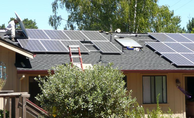 Solar panels being installed on a house (ATIS547/Flickr)