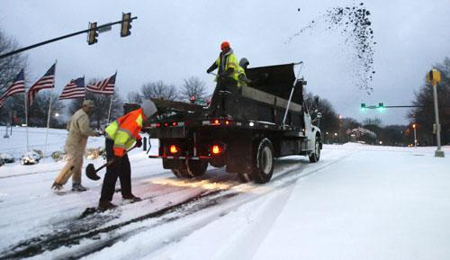 City contractors spread sand on roadways in the early morning hours after an overnight winter storm, Jan. 10, 2011, in Johns Creek, Ga. (AP)