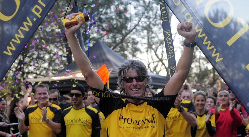 Belgian athlete Stefaan Engels finishes his 365th marathon in Barcelona, Spain, Saturday, Feb. 5, 2011. (AP)