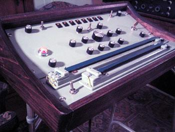 A swarmatron, a synthesizer that plays a chord of eight notes, arranged around a single note, close together. (Dewanatron.com)
