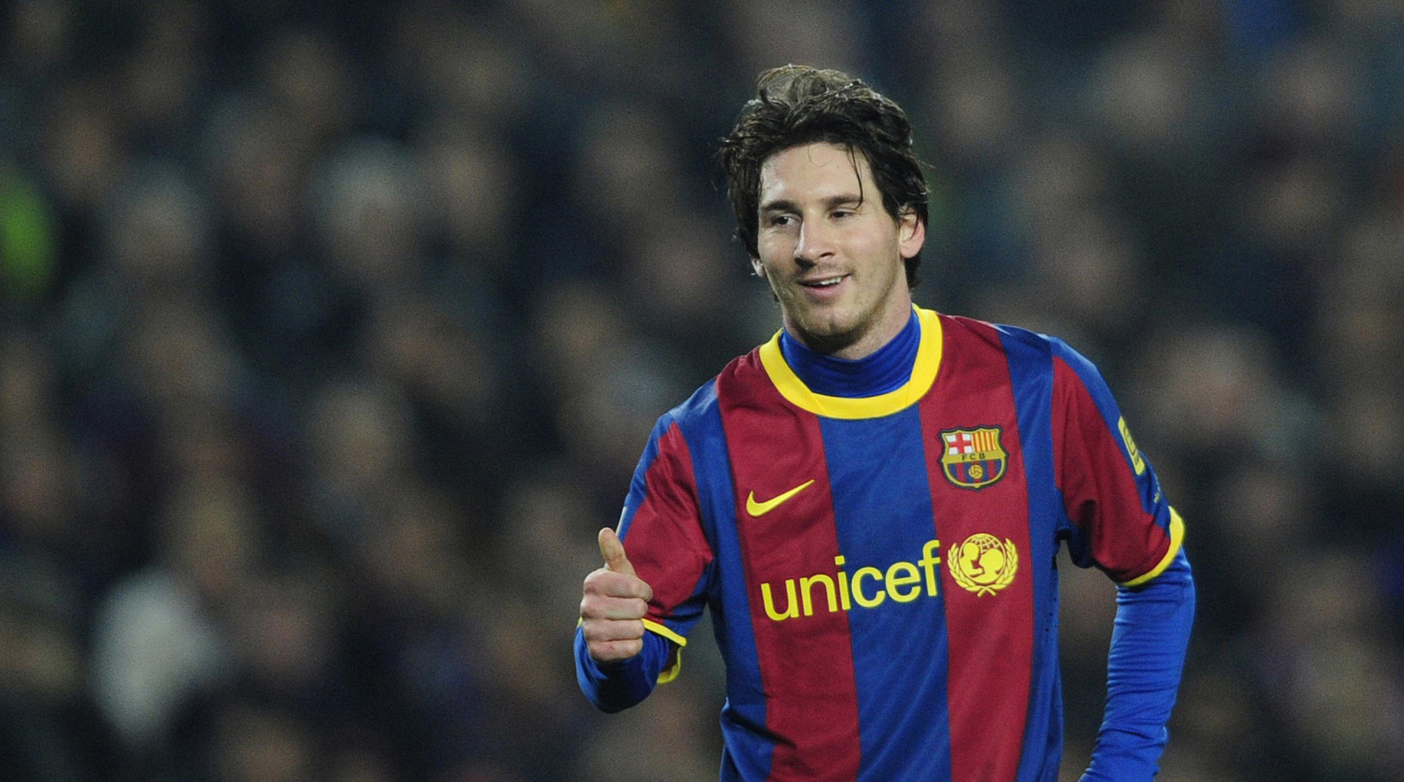65804f5770a FC Barcelona  039 s Lionel Messi gives a ...