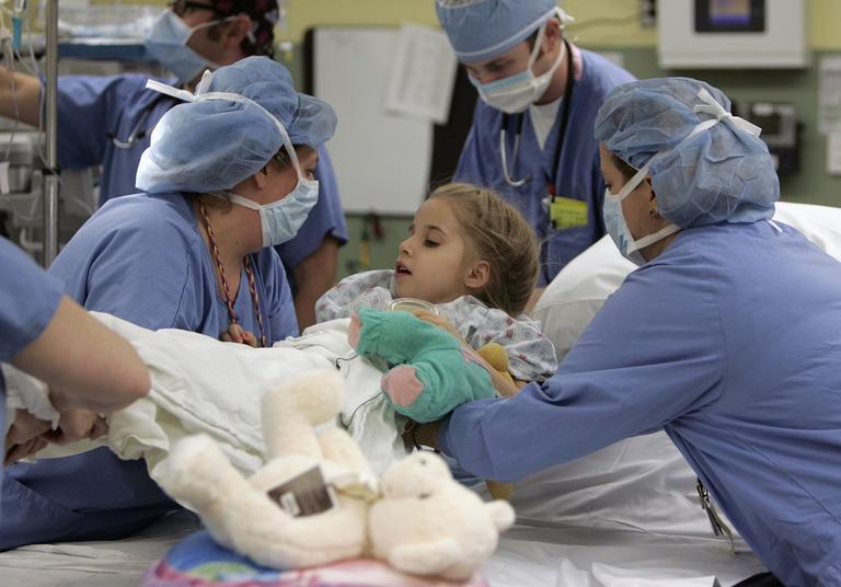 Eight-year-old Sarah Dickman is readied for kidney transplant surgery at Children's Healthcare of Atlanta at Egleston, in 2008. (AP)