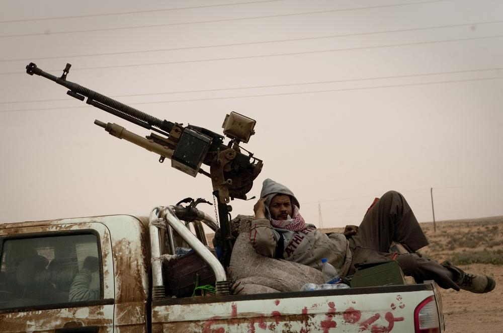 Libyan rebels retreat from the frontline outside of Ras Lanouf, 250 km east of Sirte, central Libya. (AP)
