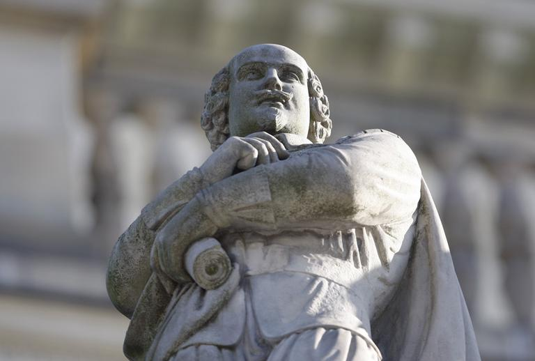 A statue of William Shakespeare at the the opera of Hanover, Germany. (AP)