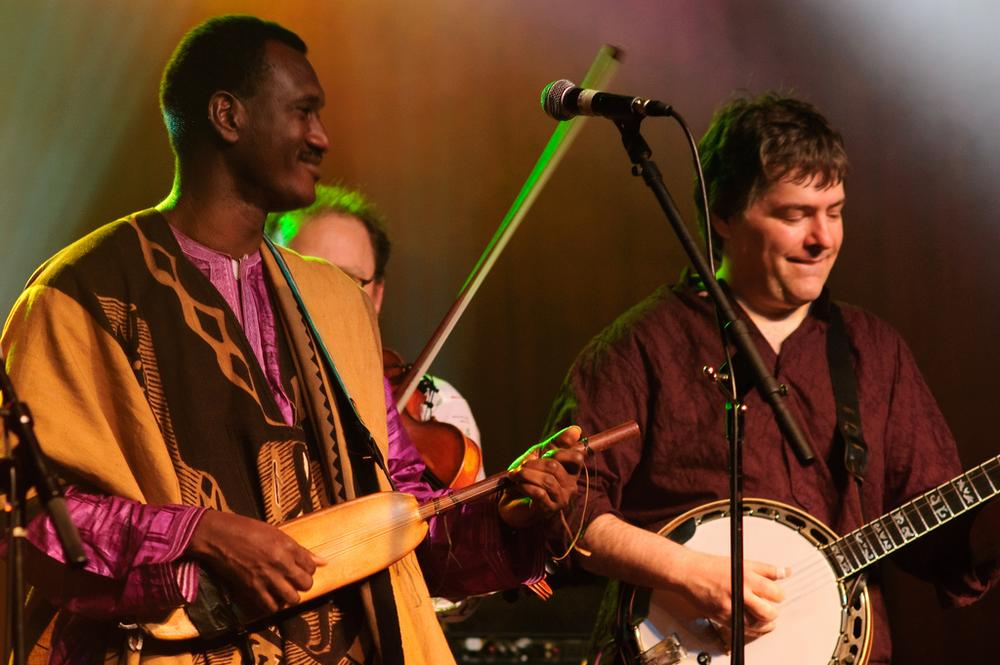 Bela Fleck, left, performs in North Carolina in March 2010. (kyle tsui/Flickr)