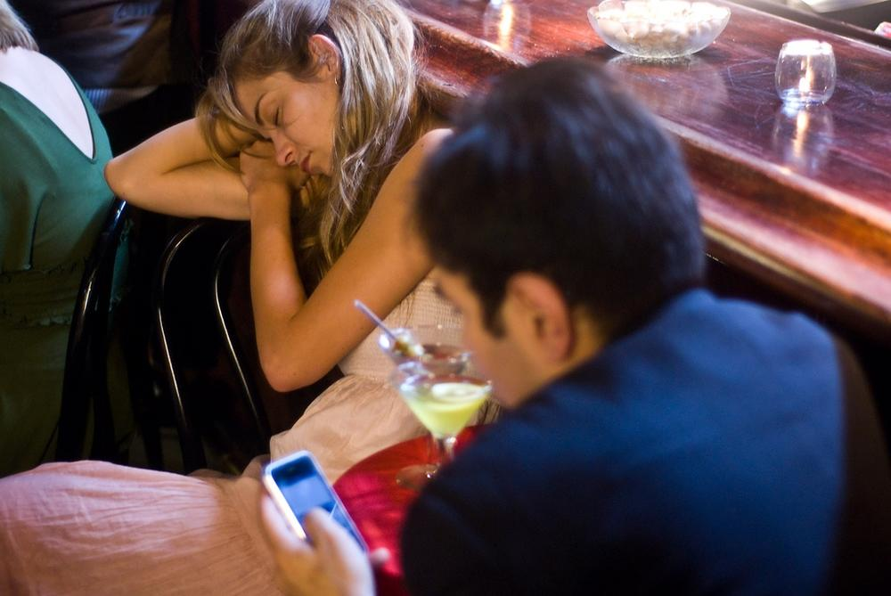 Texting while dating. (Kevin McShane/Flickr)