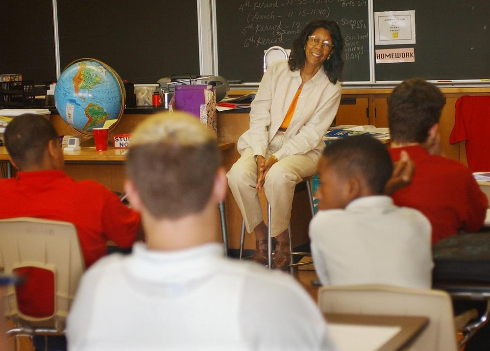 Southern Leadership Academy Social Studies teacher Wilma K. Spencer, center, answers questions from a class of 8th grade boys in Louisville, Ky. (AP)