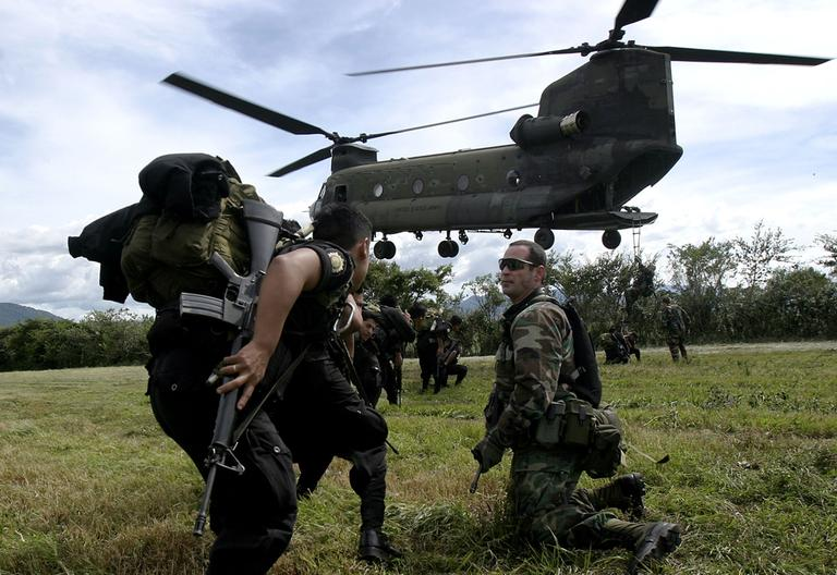 A Drug Enforcement Agency (DEA) agent, right, participate in a training for Guatemalan anti drug agents. The United States supports the struggle anti drugs with the plan Mayan - Jaguar in Guatemala. (AP)
