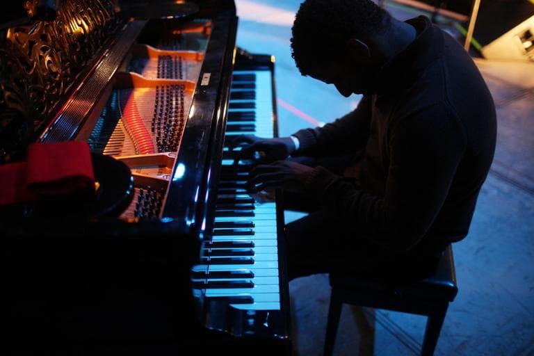 Piano player Rolando Luna, of the Cuban band Buena Vista Social Club, practices prior to a concert with Omara Portuondo at the Plaza de Toros Mexico in Mexico City, late Tuesday Nov. 8, 2011. (AP)