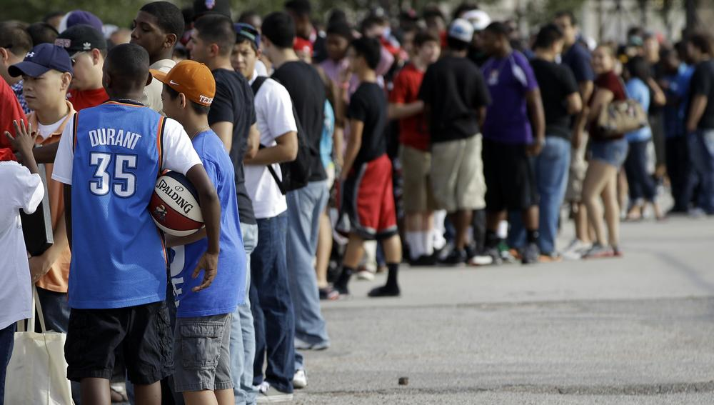 Fans wait to enter Delmar Field to watch the Houston Lockout Celebrity Basketball Game hosted by former NBA player and coach John Lucas on Sunday. (AP)