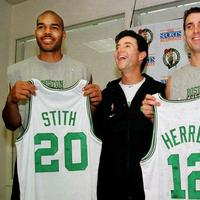 Boston Celtics' head coach Rick Pitino, center, shares a light moment with newly acquired Celtics players Bryant Stith, left, and Chris Herren, right, in 2000. (AP)