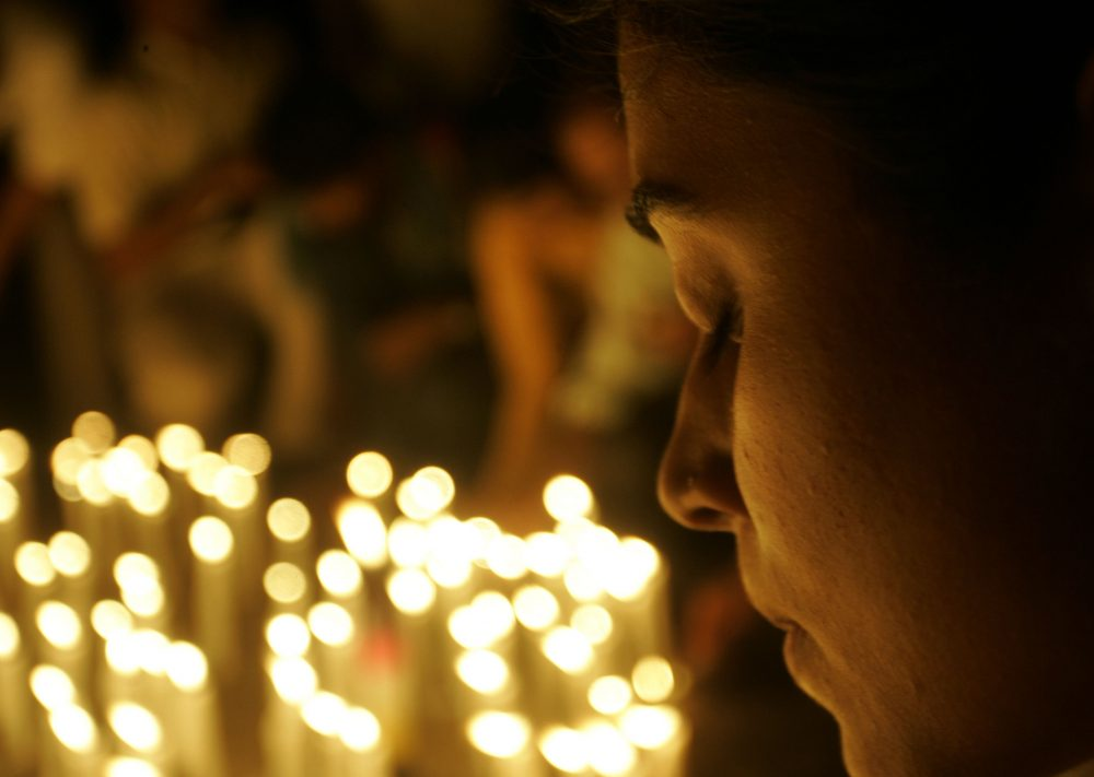 Residents of Mumbai light candles outside Taj Mahal hotel in Mumbai, India, Monday, Dec. 1, 2008. (AP)
