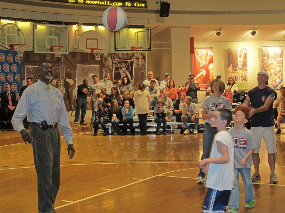 """NBA great Tom """"Satch"""" Sanders (l) rebounds with the Cummings family as Dave Cummings shoots at the Basketball Hall of Fame in Springfield, MA.  (Doug Tribou/Only A Game)"""