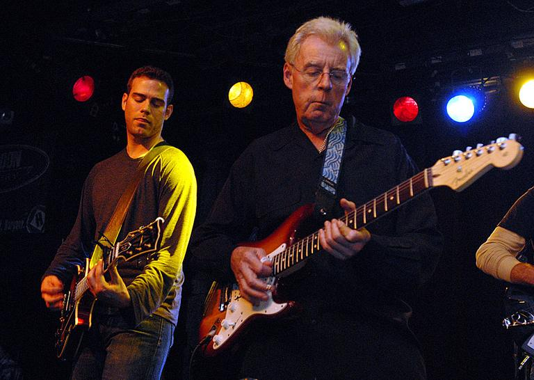 Theo Epstein, left, and baseball commentator Peter Gammons, right, perform at the 2007 Hot Stove, Cool Music benefit. (AP)