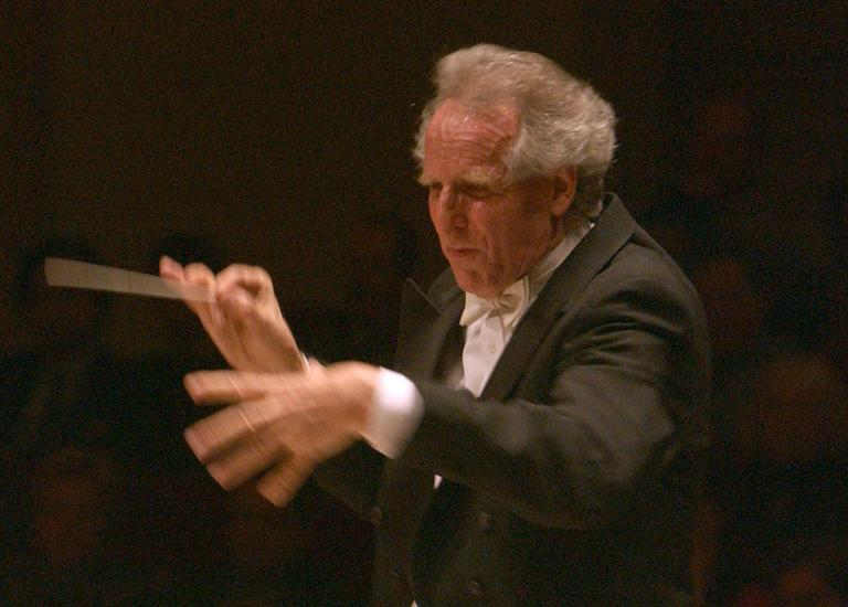 Conductor Benjamin Zander leads the Boston Philharmonic in 2004 at New York's Carnegie Hall. (AP)