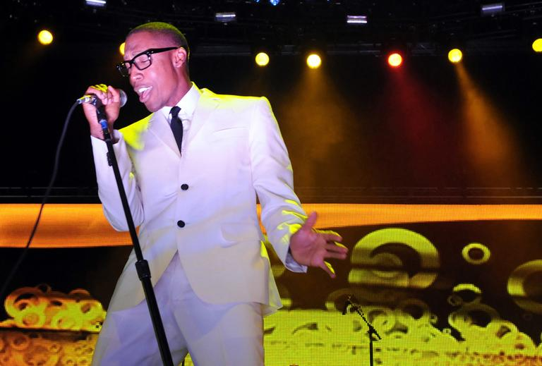 Raphael Saadiq sings during the 2010 Essence Music Festival at the Louisiana Superdome in New Orleans, Friday, July 2, 2010. (AP)