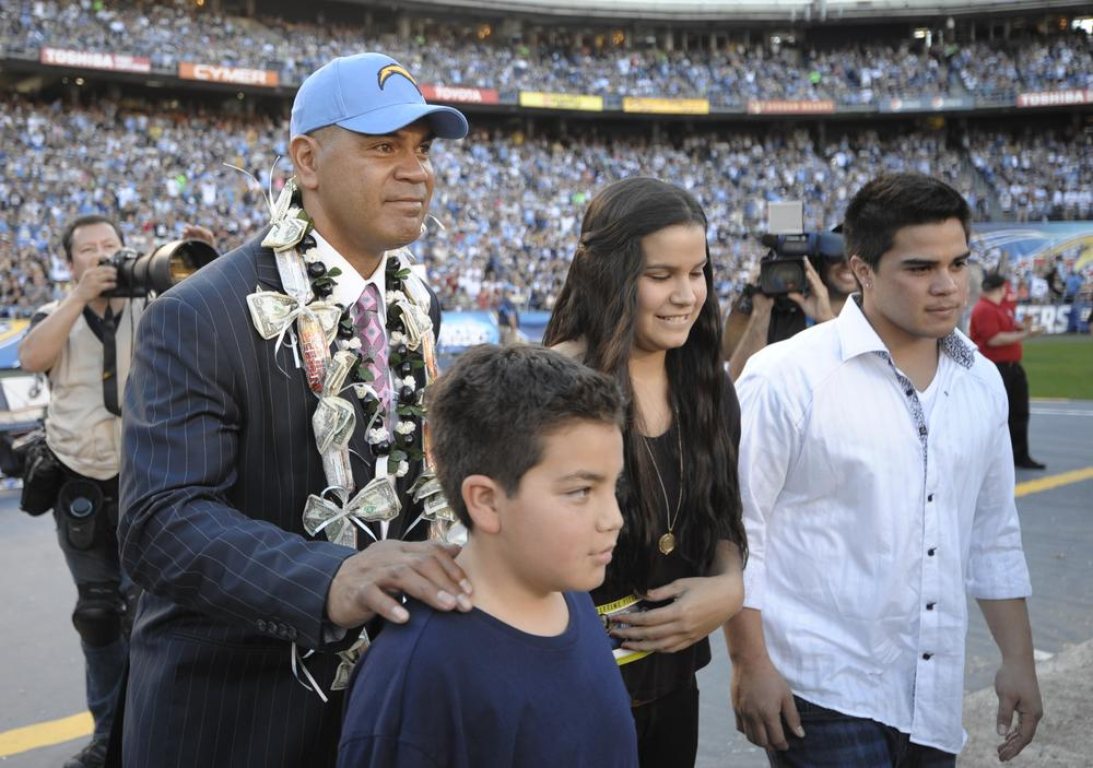 Researchers investigating an illness caused by head injuries are interested in studying NFL star Junior Seau's brain. (AP)