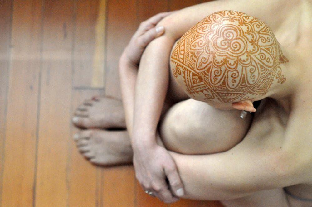 "Tara, a cancer patient at San Francisco's Henna Lounge, who helped inspire ""Henna Heals""(Henna: Henna Lounge; Model: Tara; Photography by: Frances Darwin)"