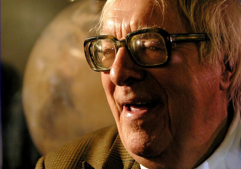 Science fiction author Ray Bradbury sits in front of a photo of Mars, presented to him during an 83rd birthday party in his honor on, Aug. 23, 2003, at The Planetary Society in Pasadena, Calif. Special Pulitzer Prize citations were given to Bradbury and famed jazz saxaphonist John Coltrane, Monday,April 16, 2007.(AP)