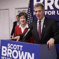 Scott Brown (l) and Elizabeth Warren (r) (AP)