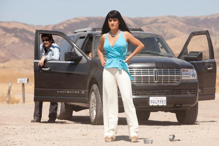 "Actors Benicio Del Toro, left, and Salma Hayek in a scene from the film ""Savages,"" based on the book by Don Winslow. (AP/Universal Pictures, Francois Duhamel)"