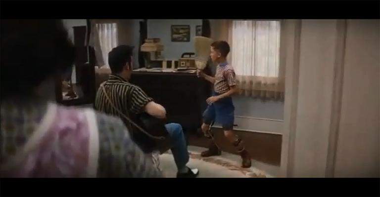 """Forrest Gump teaching Elvis how to move in """"Forrest Gump"""" (YouTube)"""