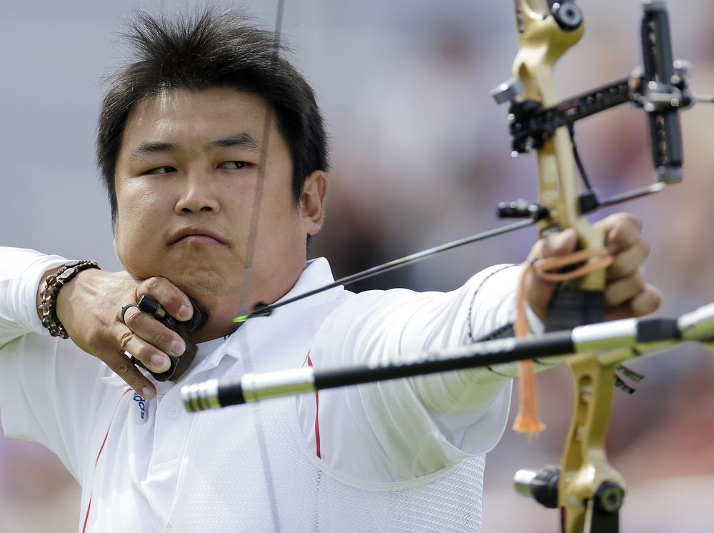 South Korea's Oh Jin-hyek shoots for a gold in the men's individual archery competition in London. (AP)