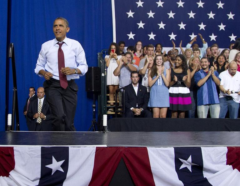 President Barack Obama campaigns to win over undecided voters in Windham, N.H. (AP/Carolyn Kaster)