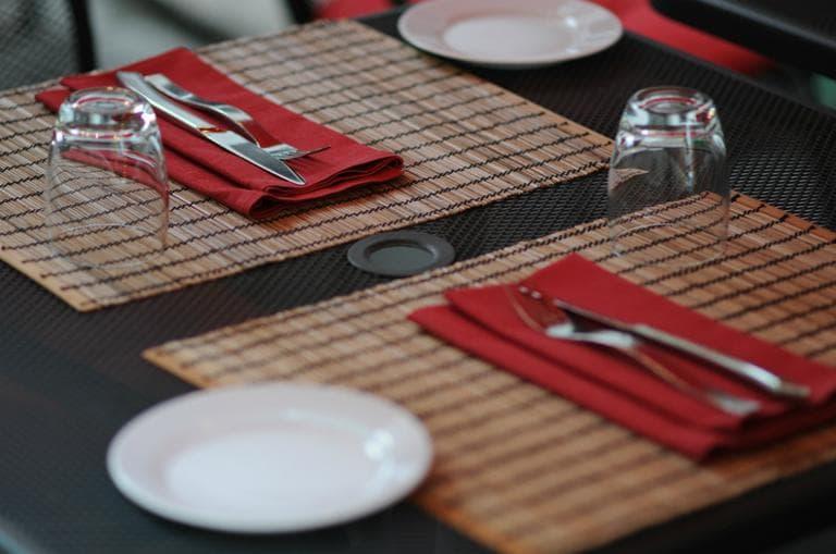 A restaurant table setting. (vestman/Flickr)