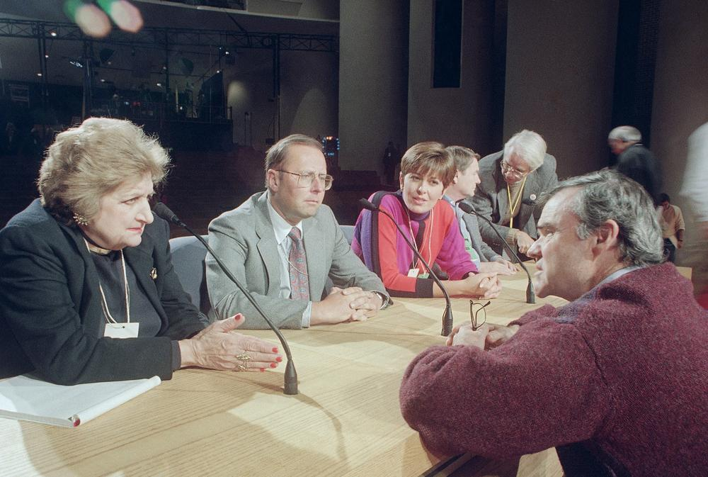 The author, pictured on the right, was the former executive producer for the Commission on Presidential Debates. In this photo, he talks with panelists before the 1992 vice presidential debate in East Lansing, Michigan. (AP File Photo)