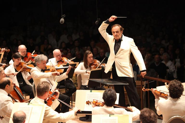 Charles Dutoit leads the Boston Symphony Orchestra at Tanglewood in July 2010. (Courtesy Hilary Scott)