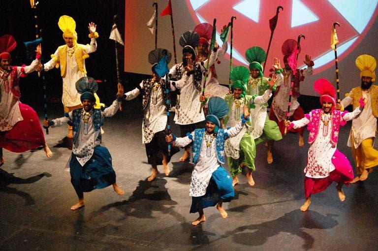 Furteelay Shokeen dancers from Detroit. (Greg Cook)