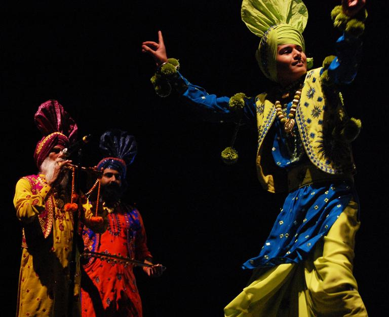 Nachdi Jawani Waris dancer from Toronto with musicians in the background. (Greg Cook)