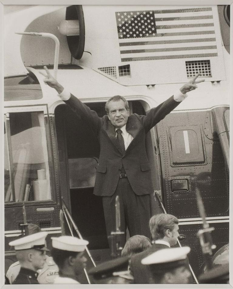 """David Hume Kennerly, """"Nixon Leaving the White House,"""" August 9, 1974."""