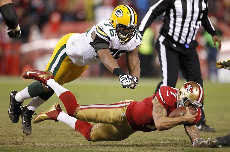 Green Bay Packers defensive end Mike Daniels (76) dives at San Francisco 49ers quarterback Colin Kaepernick (7) during an NFC divisional playoff NFL football game in San Francisco on Saturday. (Tony Avelar/AP)