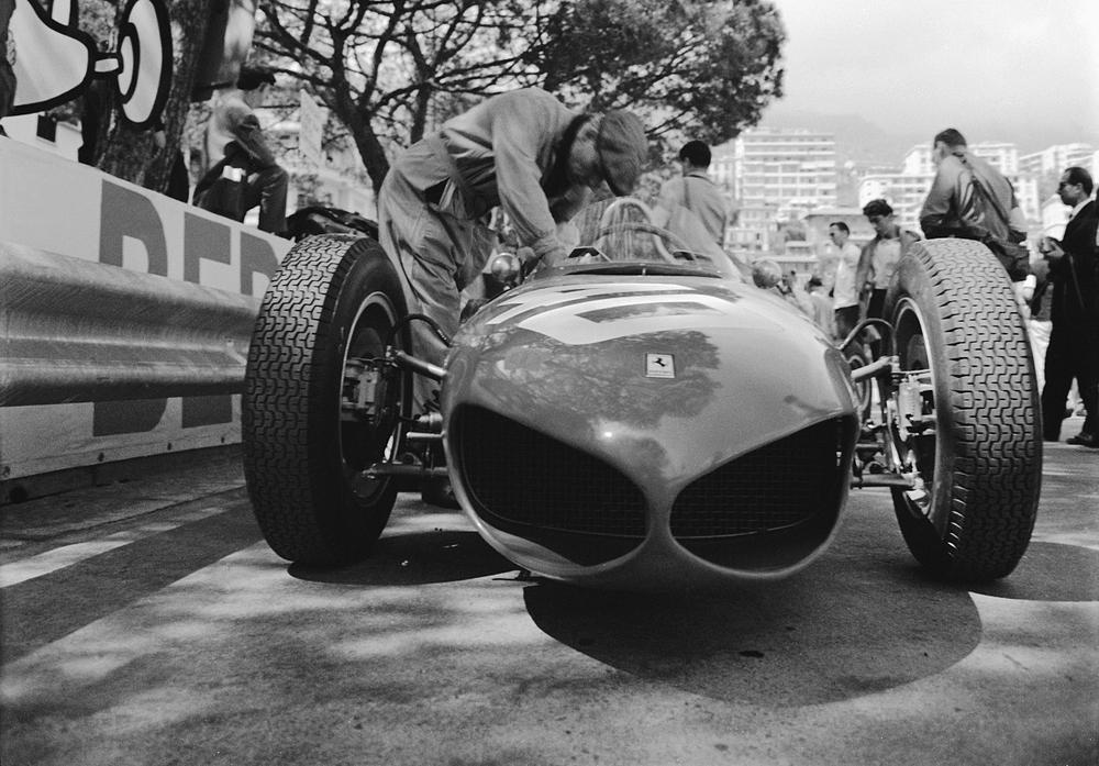 Life on the Grand Prix circuit in 1961 had its dangers. (Courtesy Klemantaski Collection)
