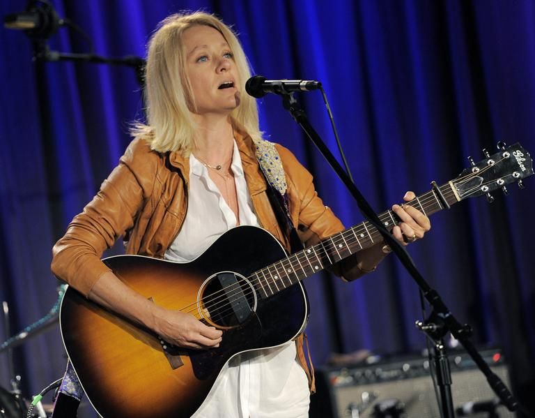 Singer Shelby Lynne performs during the Americana Music Honors and Awards nominations event on Thursday, May 31, 2012 in Los Angeles. The annual awards show will be held on September 12 in Nashville, Tenn. (Photo by Chris Pizzello/Invision/AP)