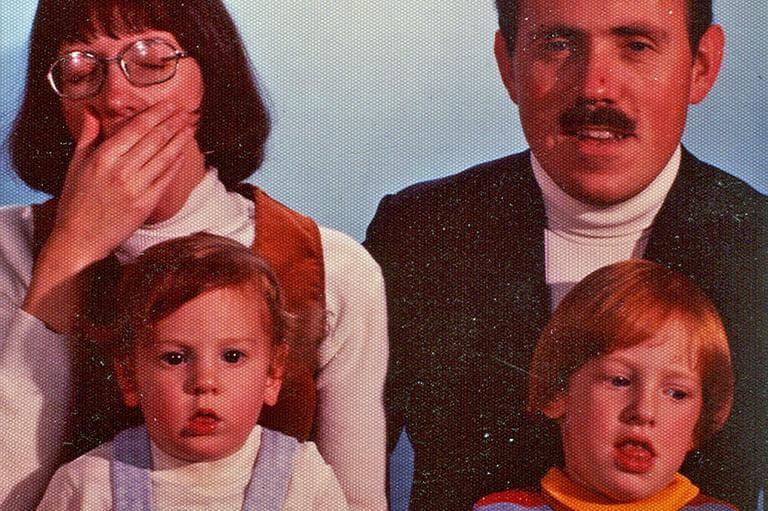 Family photo (Flickr/Michael Hanscom)