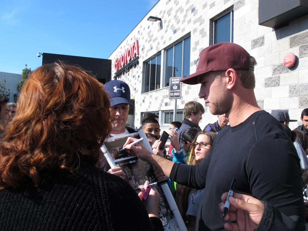 Kings center Jeff Carter signs autographs outside of the team's training facility on the first day of training camp. (Susan Valot/Only A Game)