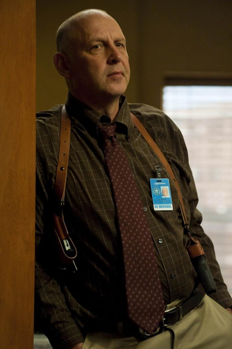 Nick Searcy as Raylan's boss, Art Mullen.