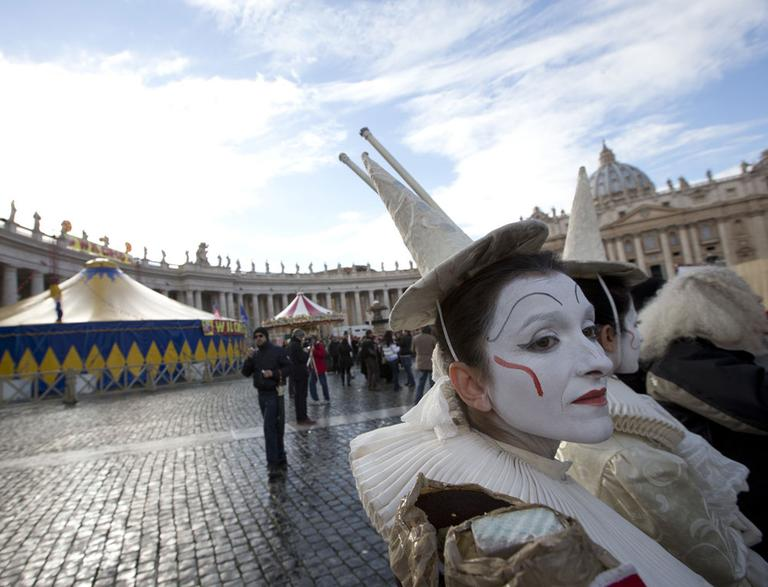 A circus tent and worker in St. Peter's Square at the Vatican, Saturday, Dec. 1, 2012. (AP)