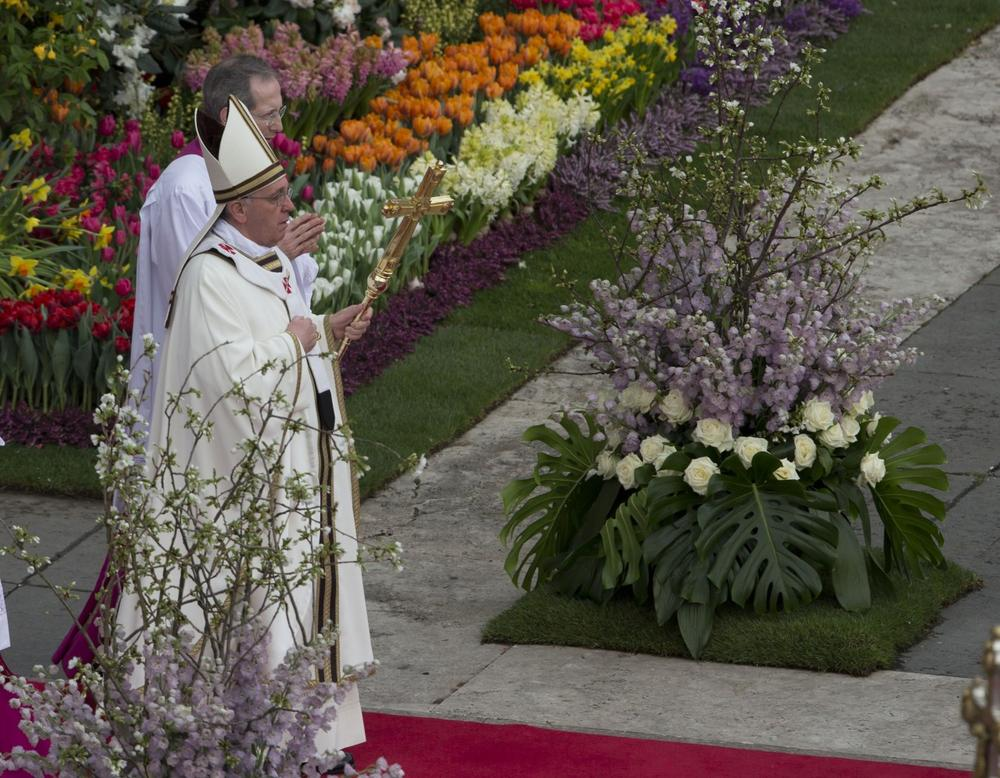Pope Francis leads the Easter mass in St. Peter's Square. (Alessandra Tarantino/AP)