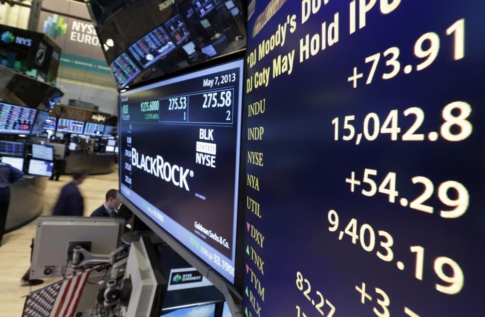 A board on a trading post on the floor of the New York Stock Exchange shows the Dow Jones industrial average with an intraday number above 15,000, Tuesday, May 7, 2013. (AP)