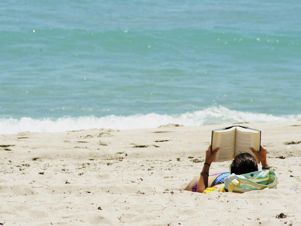 What's your top beach read? (Jgoge/Flickr)