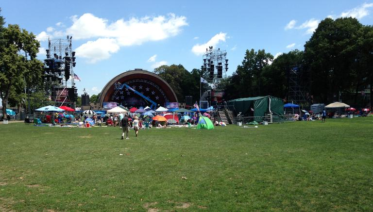 People started to gather at the Hatch Shell in the morning. (Lynn Jolicoeur/WBUR)