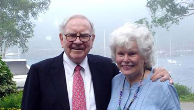 Sibblings Warren Buffett and Doris Buffett. (Sunshine Lady Foundation Inc.)