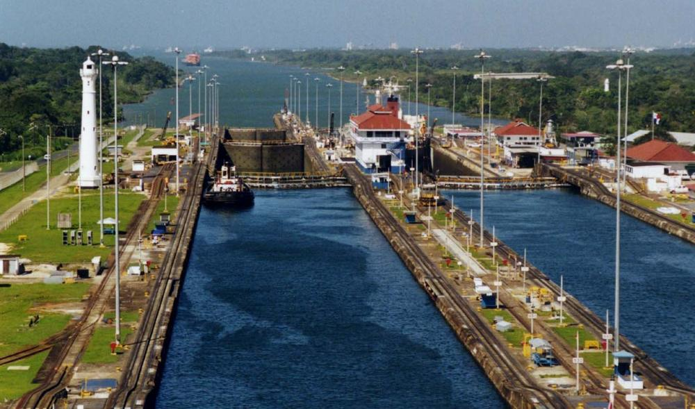 Photo of Panama Canal Gatun Locks. (Wikimedia Commons)